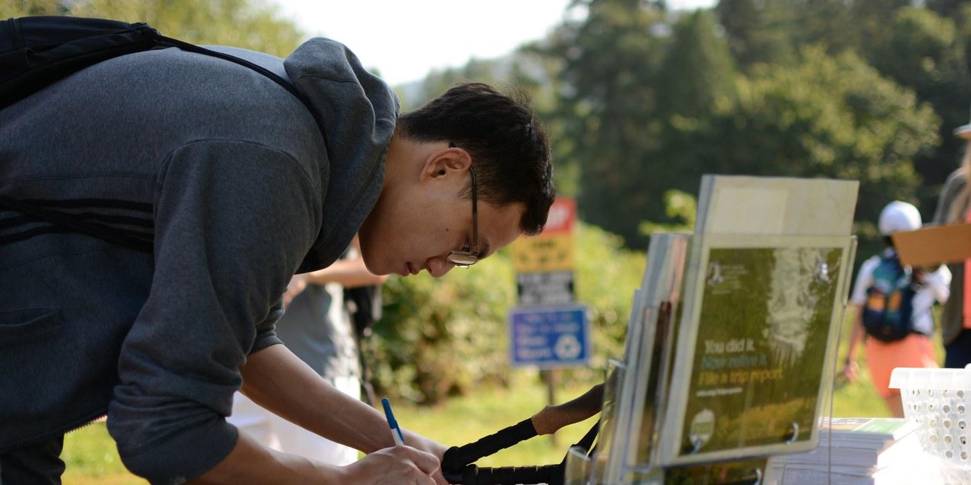 Petition signing at Washington Trails Day. Photo by Christina Hickman..jpeg