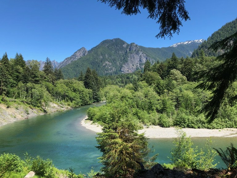 A view of the aquamarine Snoqualmie River bending around a turn. Photo by AKorn.
