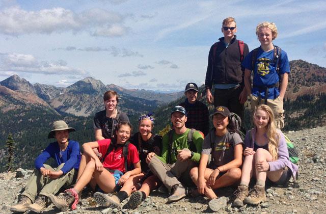 youth volunteer vacation group shot elizabeth hopmann