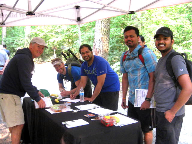 Hikers at Rattlesnake Ledge trailhead become advocates while learning about WTA from volunteer Bob Kuntz. Photo by Janice Van Cleve