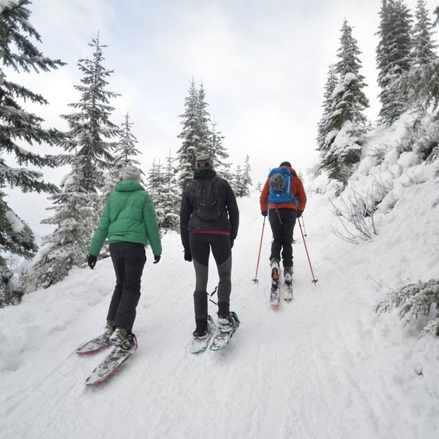 snowshoeing to skyline lake kellybork