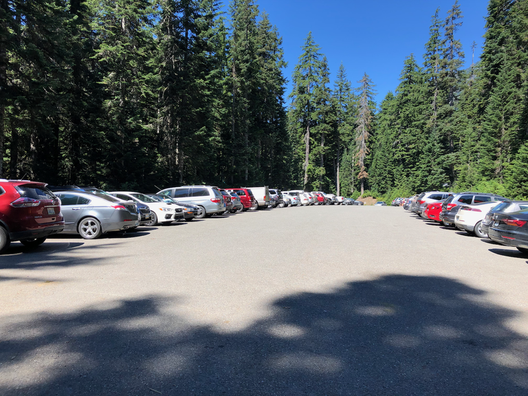Trailhead parking. Photo by ngie.png