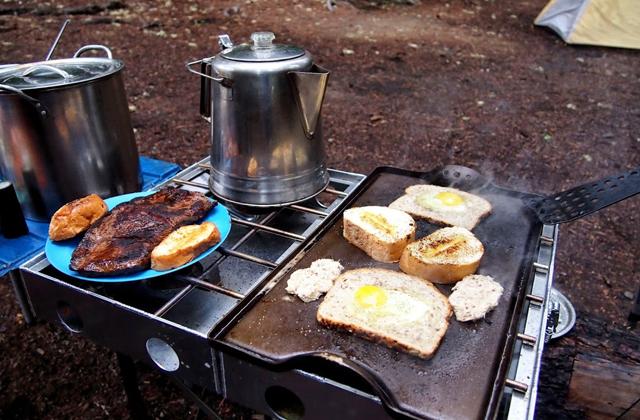 vol-vac-breakfast_pete-lake_kathy-bogaards.jpg