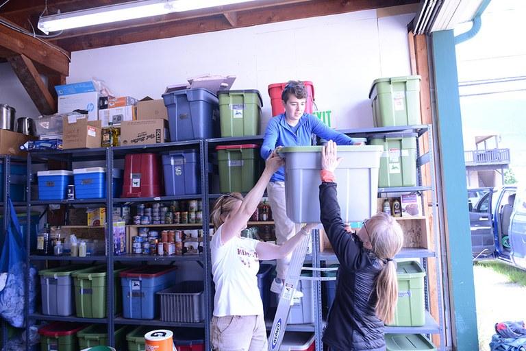 volunteers-at-packing-facility_anna-roth.jpg