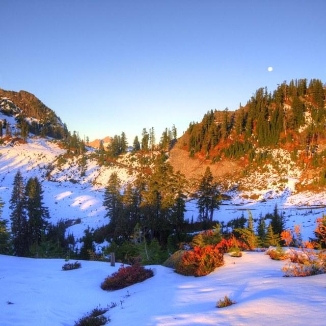 Snow overnight Railroad Grade