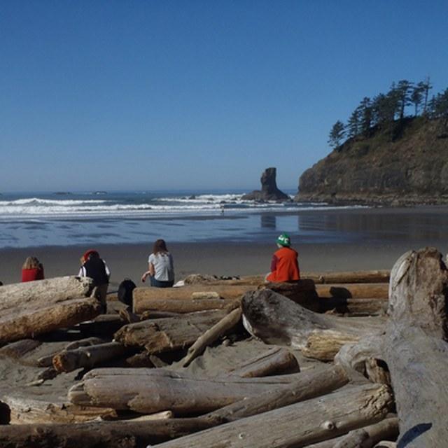 Volunteers breaktime Second Beach seastacks